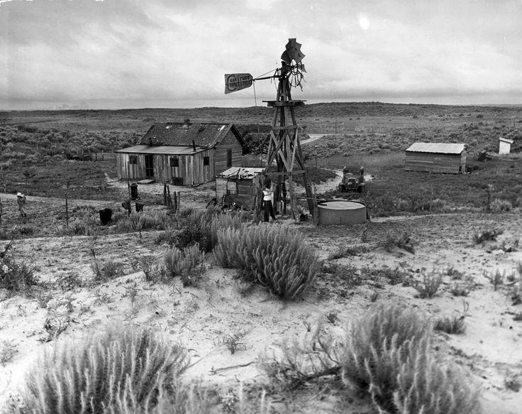 John Barnett's house and farm buildings Alfred Eisenstaedt, Oklahoma, 1942.