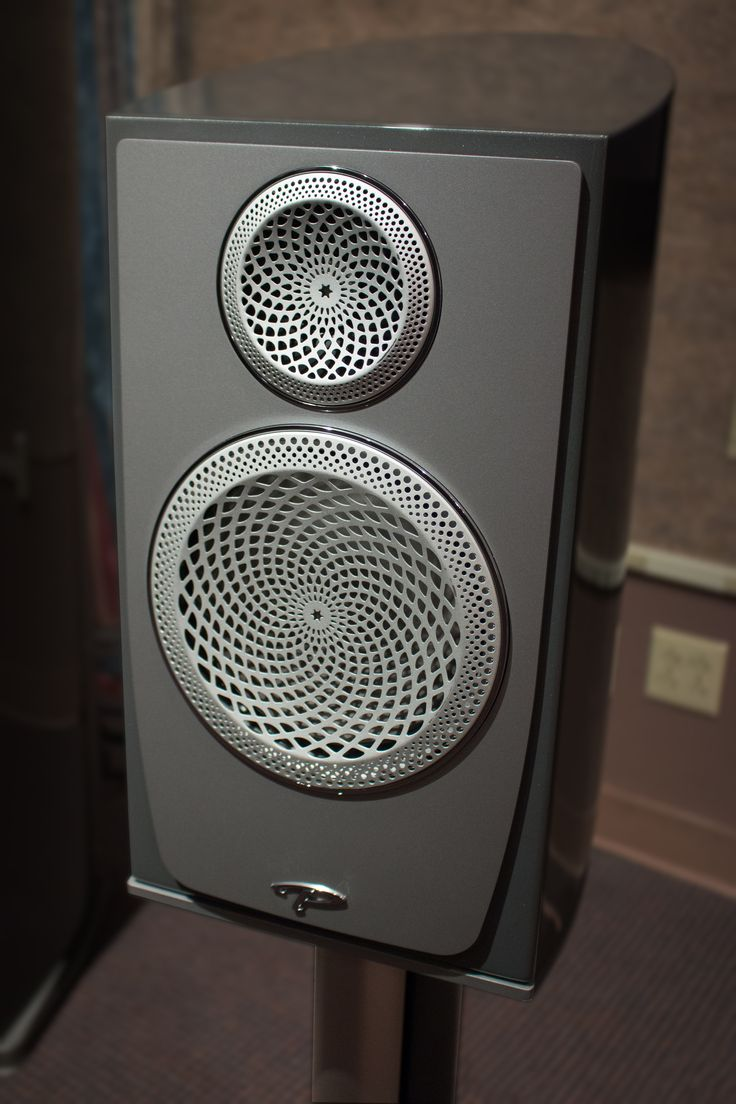 On Thursday, September 1st, Audiolab had the pleasure of hosting one of the first North American previews of the new Paradigm Persona luxury loudspeaker range. Brian Smith and Bill Nicholson of Paradigm treated us to a demo of the Flagship 9H loudspeaker and stand-mounted Persona B. These are 2 of 6 models being introduced in the Persona line, including four floor standing, 1 stand-mounted, and a center channel model shortly thereafter. Persona is the first speaker line utilizing bery...
