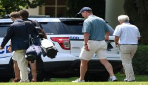 Peyton Manning Golfs with President Trump, Fore-maha!!! - Blooper News - News by you for you!™