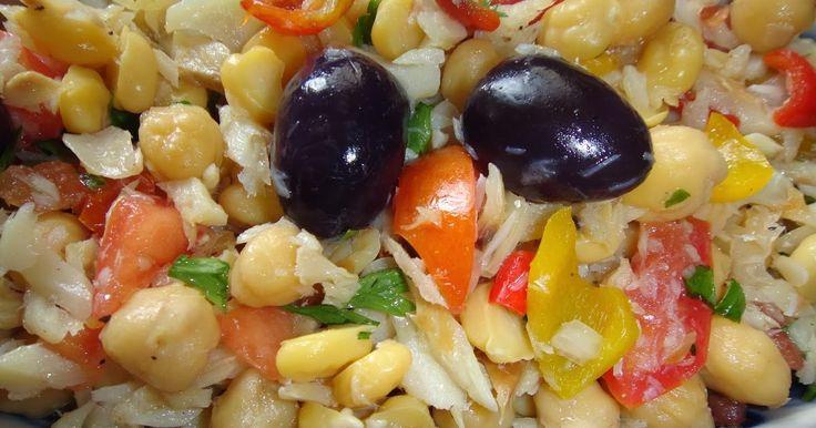 Olá, tudo bem?   Hoje quero compartilhar uma receita simples e muito saborosa:    Salada de Bacalhau com Grão de Bico         Ingredientes:...
