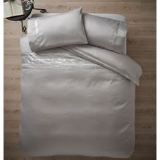 Add a touch of glitz and glamour to the bedroom with this luxuriously soft faux…