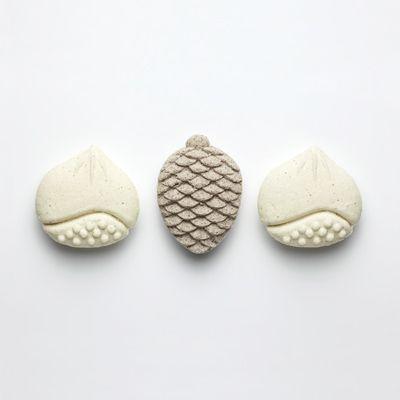 おひがし - pinecone and chestnut traditional sweets