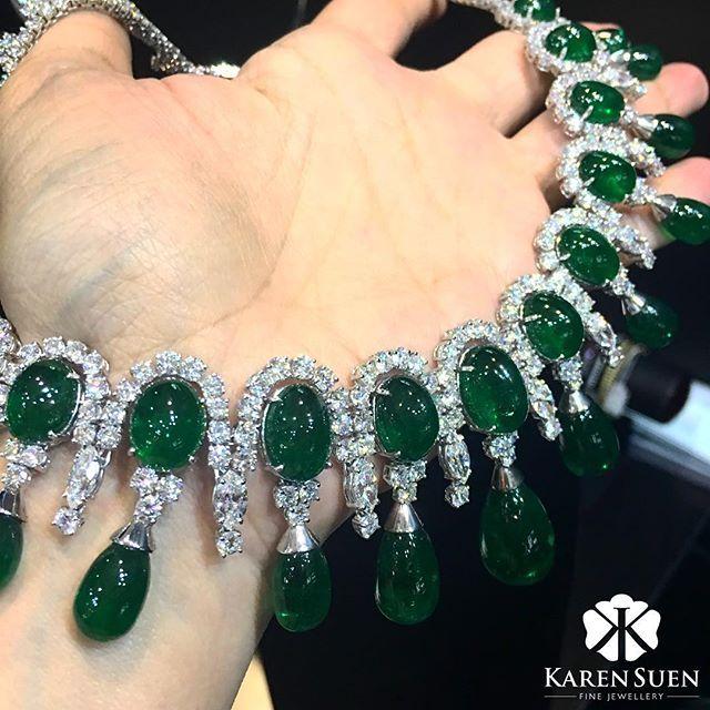 @karen.suen incredible emeralds form this exquisite diamond and emerald necklace, latest addition to our rare emerald collection! #KarenSuen #KarenSuenFineJewellery #Designer #BespokeJewels #PreciousStones #Design #FineJewelry #JewelleryDesigner #ColorGem