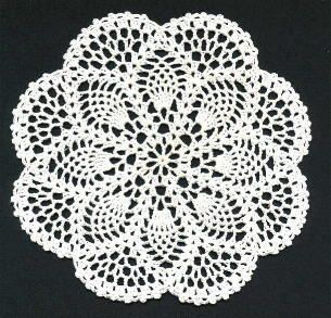 """Petite Pineapple Doily - I prefer the pineapple worked this way with the """"fans"""" between the points. Lots easier than starting, stopping and weaving all those threads."""