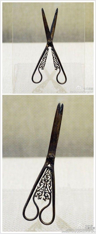 南宋剪刀,开合之美。中国人历史上就有如此细腻温婉,整体感强的生活设计了。via真如堂                                                                                                                                                      More
