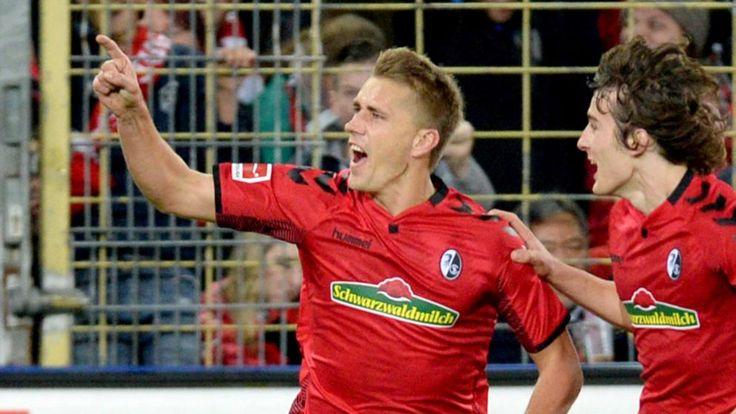 Freiburgs Nils  Petersen galt einst  als eines der größ-  ten deutschen Sturm-  Talente. In 246 Erst-  und Zweitliga-Spielen machte er 101 Tore, gewann bei  Olympia 2016 Silber