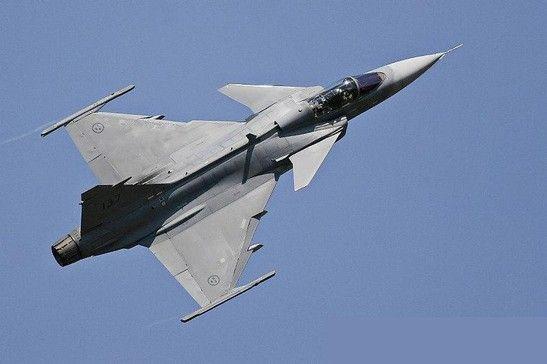 """Saab """"Gripen-C"""": nuovo upgrade per installare il radar AESA """"Raven"""" di Selex Es"""