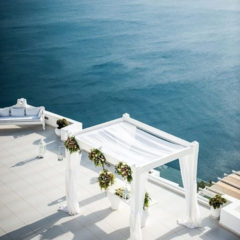 Santorini's ocean blue is the perfect backdrop for a destination wedding with the help of our partner @eliteeventsathens_santorini help with all your dream day planning! #EliteEventsSantorini #Santorini #santoriniwedding #destinationwedding #ocean #beachw
