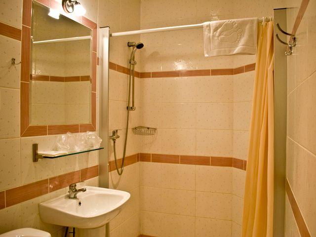 Apartament Miodowy XIII położony jest w centrum Krakowa, blisko Rynku Głównego. http://apartamenty-florian.pl
