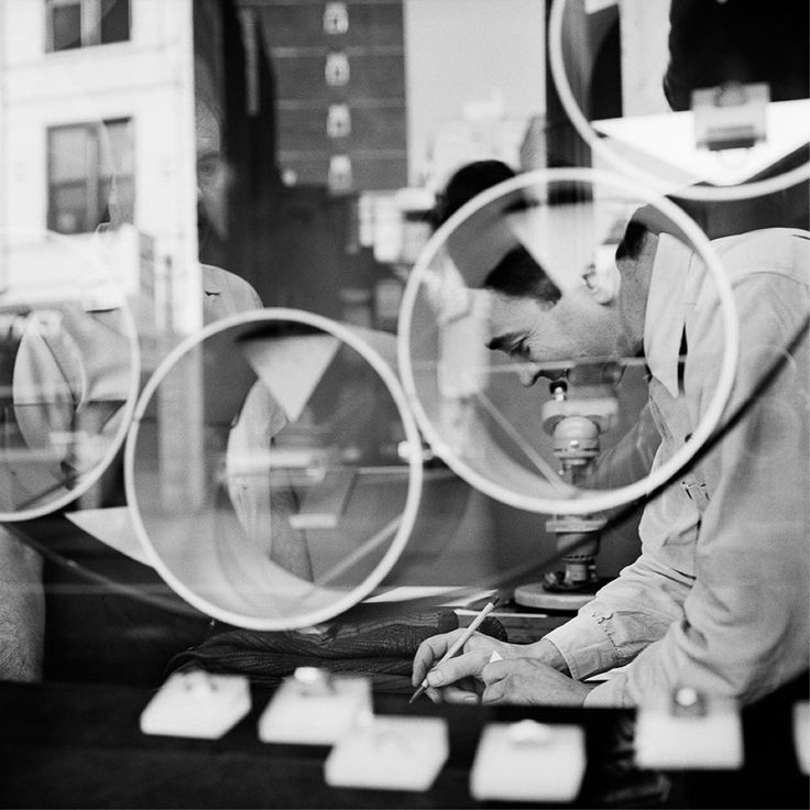 Vivian maier new york 1950s circles silver gelatin print 12 vivian mayerdocumentary photographyblack and white