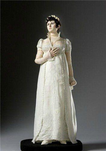 Жозефина де Богарне (1763-1814; императрица Франции, 1804-1809) родилась на Мартинике. В 16 лет вышла замуж за виконта Александра де Богарне, позже казненному по ложному доносу. В 1796 году вышла замуж за Наполеона Бонапарта. Из-за отсутствия детей они развелись.