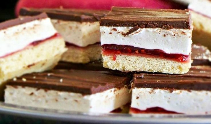 You are going to love this easy wagon wheel slice recipe and it's just so delicious. It tastes exactly like you remember. Watch the video tutorial too.