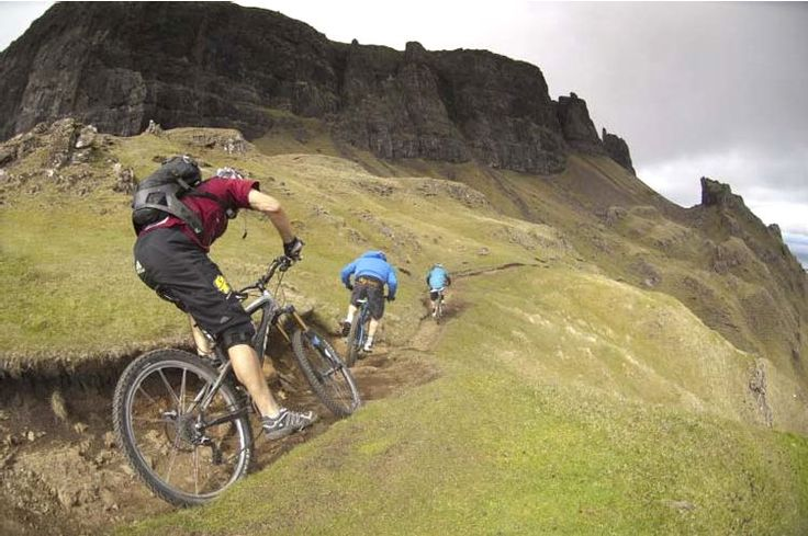 Amazing World Online: Hans Rey and Steve Peat: On the Most Terrifying Mountain Bike Trail On Earth [VIDEO]