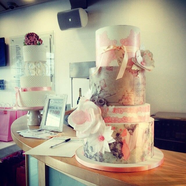 Vintage wedding cake by Cheeky Munch Cakes