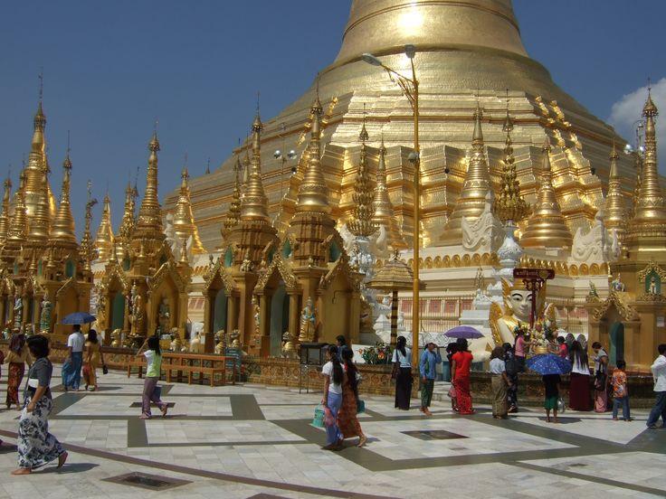 grande Pagode - Yangun- Myanmar - Fev. 2013 - un jour férier traditionel et pratiquement sans touristes avant la fin de la dictature