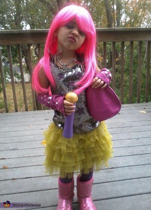Nicki Minaj - Halloween Costume Contest