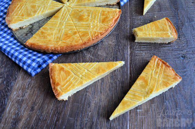 Boterkoek, heerlijk en makkelijk. Ik voeg er zelf nog de rasp van 1 citroen aan toe.