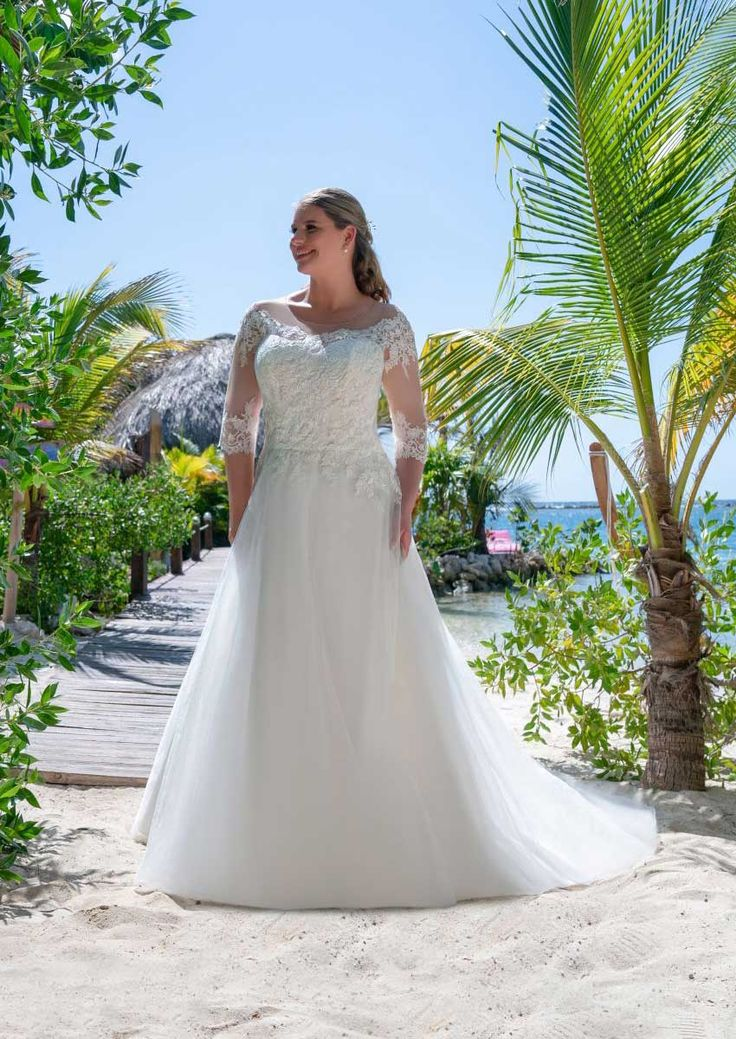 Sinnlich zeitloses Brautkleid für grosse Grössen für einen ...