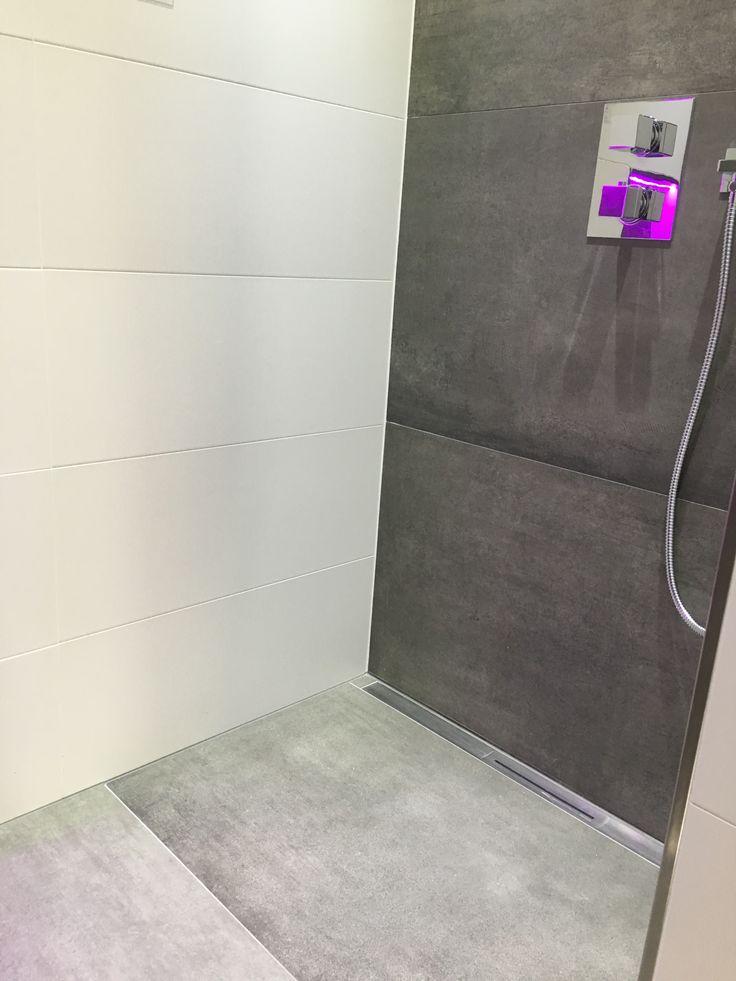 25 b sta id erna om badezimmer fliesen grau p pinterest badezimmer grau wei badezimmer. Black Bedroom Furniture Sets. Home Design Ideas