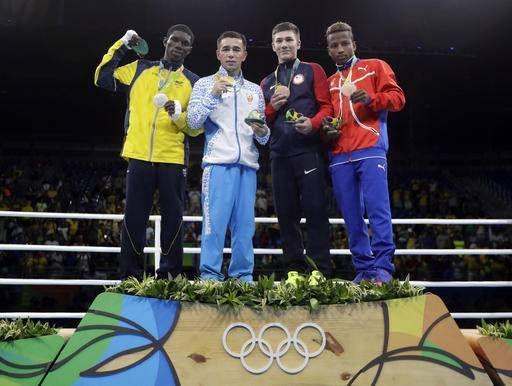 Hasanboy Dusmatov, Uzbekistan vann guldet i herrarnas boxning lättflugvikt (46-49 kg), silver Yurberjen Herney Martinez, Colombia, brons Joahnys Avgilagos, Kuba och Nico Hernández, USA.