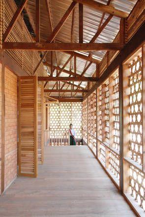 Schule in Myanmar von Ackermann + Raff, Laubengang im Obergeschoss