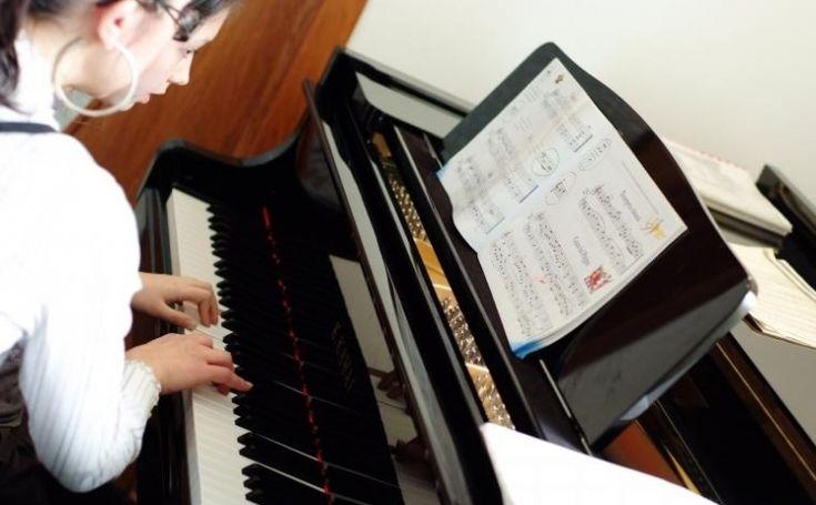 Cursuri de chitara, vioara si pian pentru toti iubitorii de muzica la 130 RON, in loc de 350 RON +BONUS  Vezi mai multe detalii pe Teamdeals.ro: Reduceri - Cursuri de chitara, vioara si pian pentru toti iubitorii de muzica la 130 RON, in loc de 350 RON +BONUS Bucuresti | Reduceri & Oferte | Teamdeals.ro