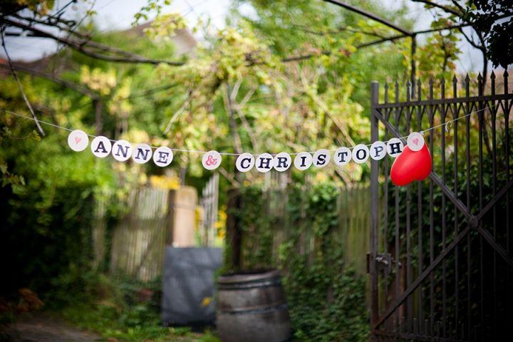 Individuelle Hochzeitsgirlande // customized wedding garland by renna deluxe  Foto: Stefan Pappenberger // www.hochglanzhochzeit.de
