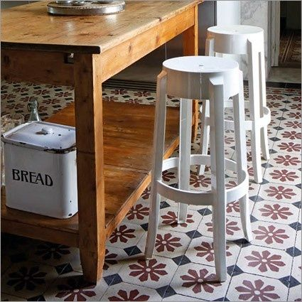 A stool that embraces different ages. Discover Charles Ghost by Kartell ➜ www.malfattistore.it/?product=charles-ghost | #malfattistore #interiordesign #stool #shoponline #kitchen #kartell #modernfurniture #madeinitaly
