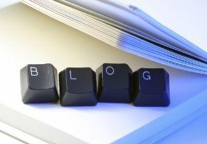 "Haruskah seorang blogger memosting tulisan-tulisan panjang? Saya kira blogger masih menjadi sebuah hobi dan ""profesi"" yang merdeka. Tidak ad..."