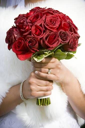 bruidsboeket: rode-biedermeier-met-rozen