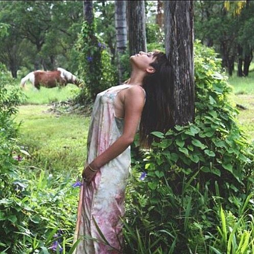 Dreaming in @dreamers_and_drifters .  .  .  .  .  #dreamersanddrifters #boho #bohemian #gypsy #byronbay #philippines🇵🇭 #canon #naturephotography #photoshoot #photography #horses #magical #silk #dresses #romantic #love #f4f #l4l