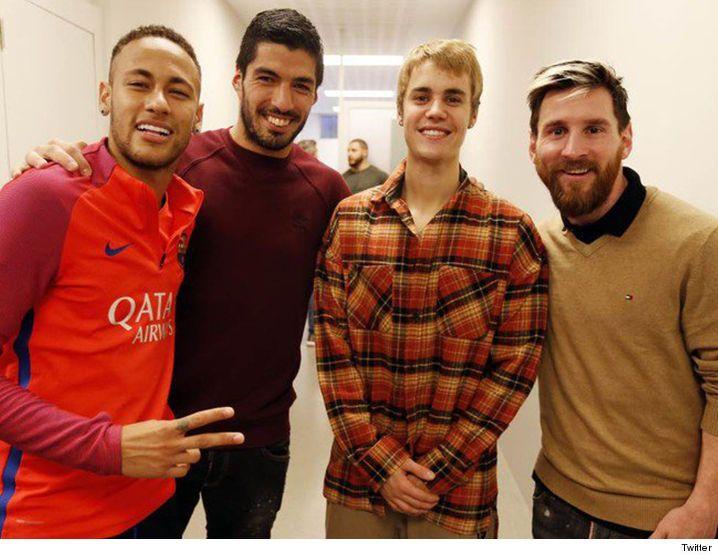 Justin Bieber -- BALLIN' OUT WITH NEYMAR ... Penalty Shootout! (VIDEO + PHOTO) - http://blog.clairepeetz.com/justin-bieber-ballin-out-with-neymar-penalty-shootout-video-photo/