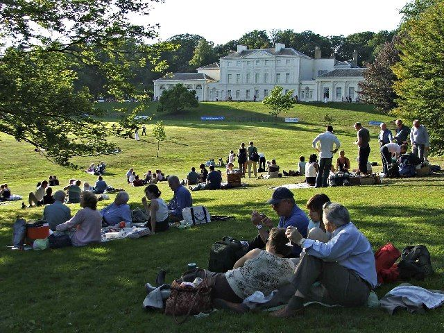 Wonderful summer concerts at Kenwood House, Hampstead, with a full picknick basket and a bottle champagne by our side. Life is good