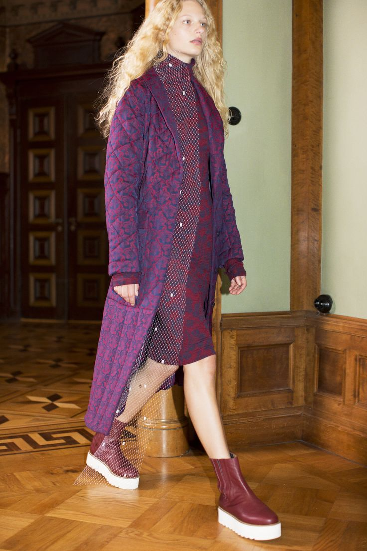 Rodebjer FW16: Jacket Daylon Quilt Navy/Wine, Dress Mylee Navy/Wine, Shoes Mary Wine.