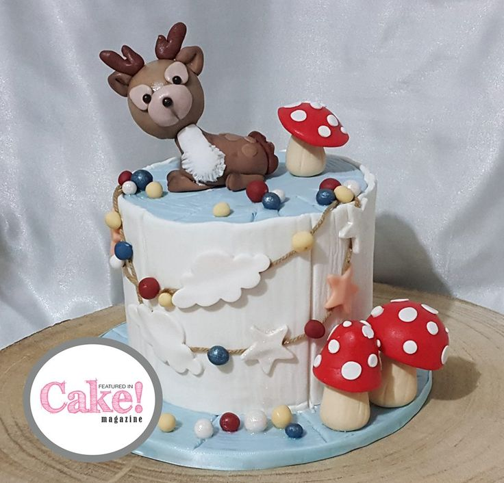 As seen in the Winter Wonderland issue of Cake! magazine, August 2017 by That's Delish   Read online and subscribe for free here: http://joom.ag/R63L A free digital magazine published quarterly by the Australian Cake Decorating Network