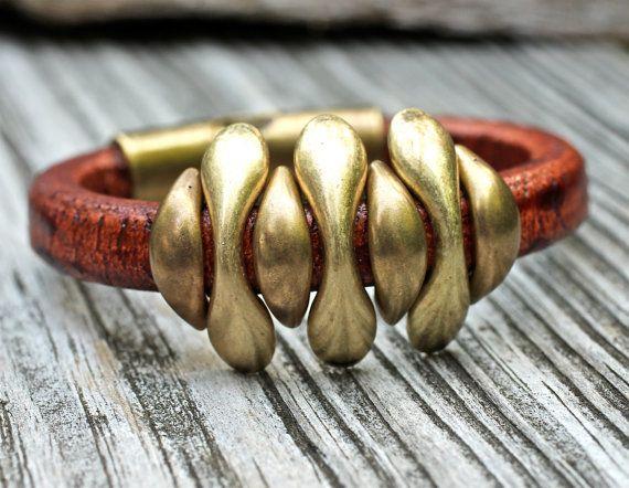 Pod Spike Armband, Leder Armband, Silber Armband, Armband, Messing-Armreif, Amy Fine Design    So kühl. Ich bin verzweifelt begeistert über dieses