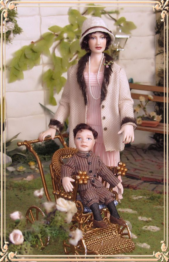 Christine and her little boy. Porcelain miniature dolls by Annemarie Kwikkel (I love this and her outfit is wonderful!)