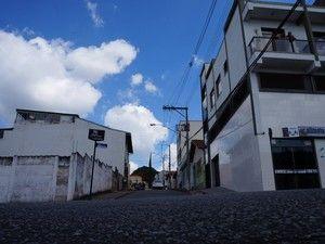 Placas de sinalização de trânsito são furtadas em ruas de Oliveira +http://brml.co/1D2Ox2R