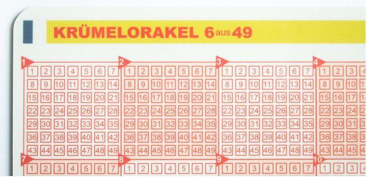 """Lottozahlen? Lass das Glück entscheiden – Mit dem Frühstücksbrettchen """"Krümelorakel"""""""