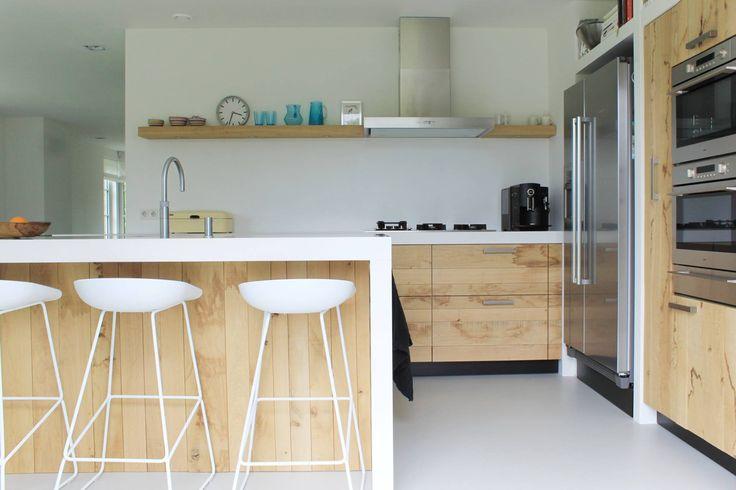 Keuken Eiken Werkblad : Houten keuken van ruw eiken met wit werkblad en keukeneiland van JP