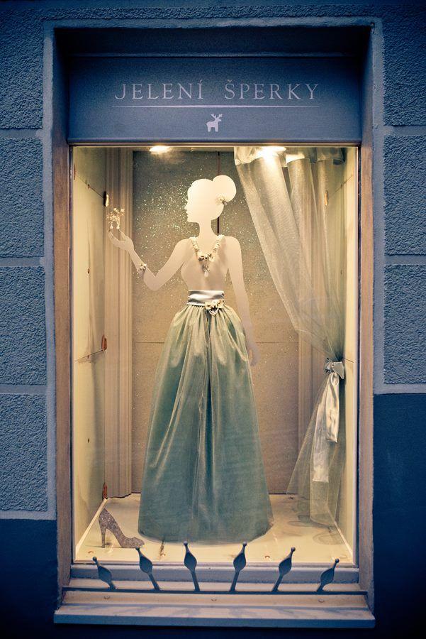 Jelení šperky - Plesová výloha - Seznamte se s Popelkou, která má jen jeden třpytivý střevíček... / 2015