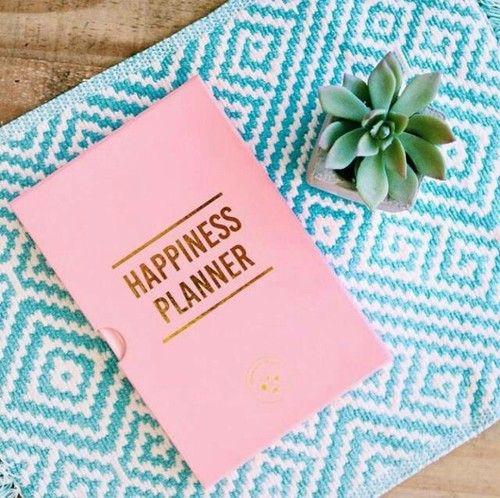 Hoje vamos falar de organização. Aquela organização indispensável ao dia-a-dia e que ajuda na concretização de objectivos e, consequentemente, melhora a nossa auto estima, reforça a vontade de novas conquistas e nos faz alcançar aquilo que tantas vezes julgamos impossível.