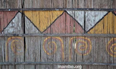 Dibujo en la fachada de una maloka Cubeo.  (Vaupés - Colombia) Conoce más de nuestro trabajo en Mambe.org!