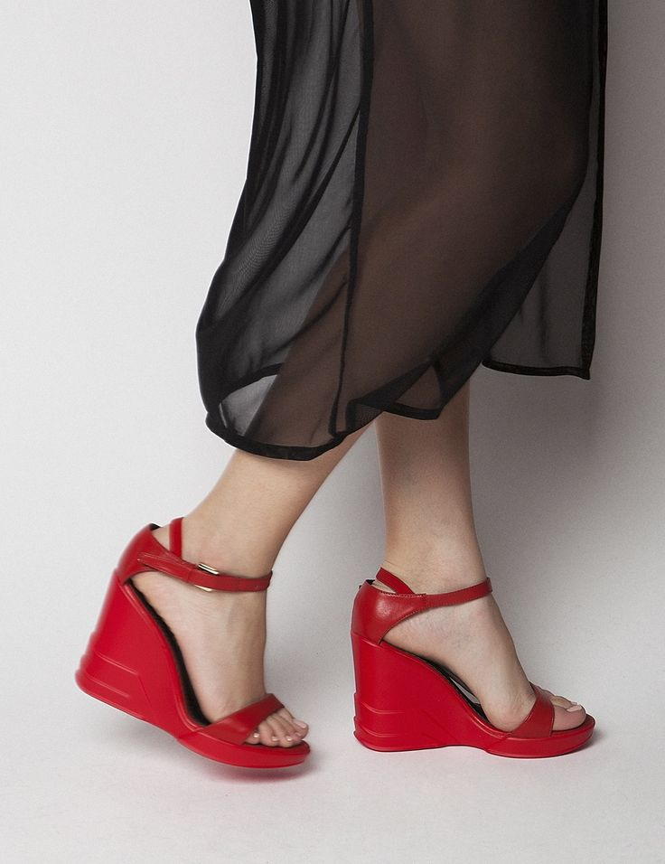 Carrie Red Platforms S/S 2015 #Fred #keepfred #shoes #collection #leather #fashion #style #new #women #trends #red #high #platfoms