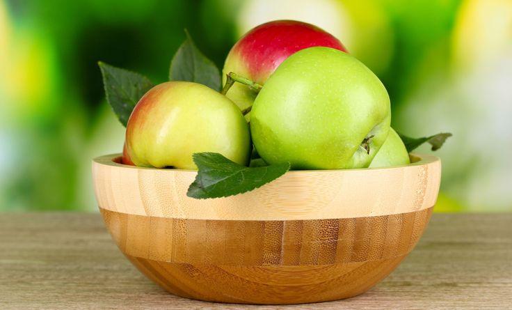 wooden bowl, fruit, green apples, bokeh, leaves, hd wallpaper