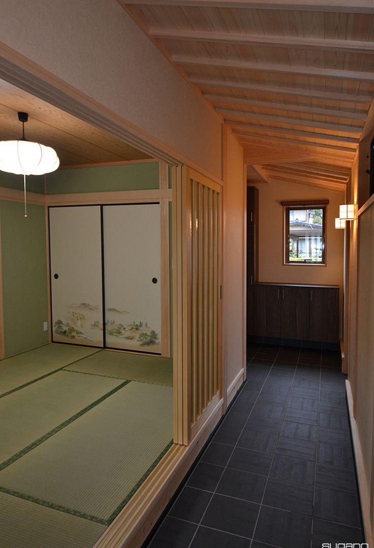 お客様に玄関からそのまま客間に上がっていただけるように。土間に隣接した和室をつくりました。#和風住宅 #住宅 #新築住宅 #家づくり #土間から和室 #化粧垂木 #玄関 #玄関土間 #設計事務所 #菅野企画設計