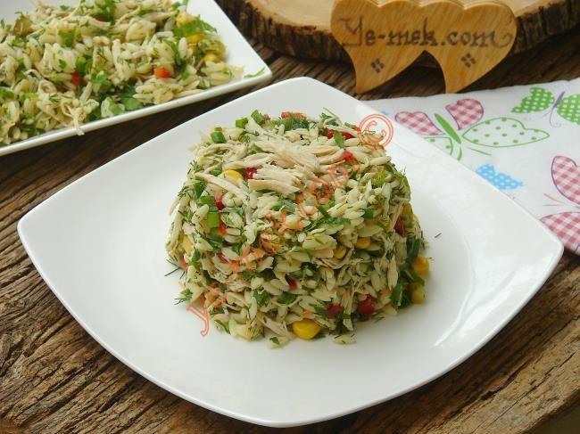 Tavuklu Arpa Şehriye Salatası nasıl yapılır? Kolayca yapacağınız Tavuklu Arpa Şehriye Salatası tarifini adım adım RESİMLİ olarak anlattık. Eminiz ki Tavuklu Arp