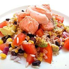 Lax med ris- och bönsallad och sambalkryddad fraichedressing - Recept - Tasteline.com
