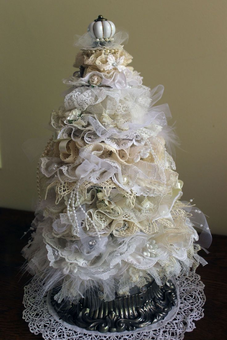 Shabby Chic Christmas Tree Tutorial - https://www.youtube.com/watch?v=x9uYmZ4gDy4&t=24s - Lace Christmas Tree, Shabby Vintage Tree, Beautiful Shabby Christmas Tree