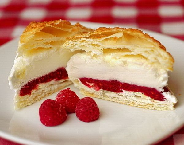 Raspberry Vanilla Ice Cream Puff Pastries - an easy make-ahead frozen dessert for your upcoming 4th of July or Canada Day celebrations. Kids and adults alike are sure to go crazy for these.